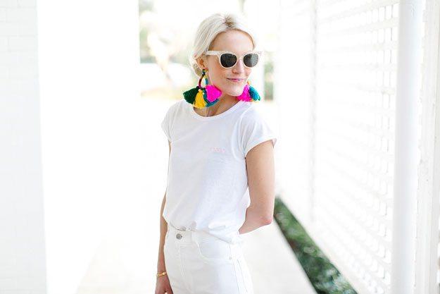 Модерни летни комбинации со омилените бели панталони