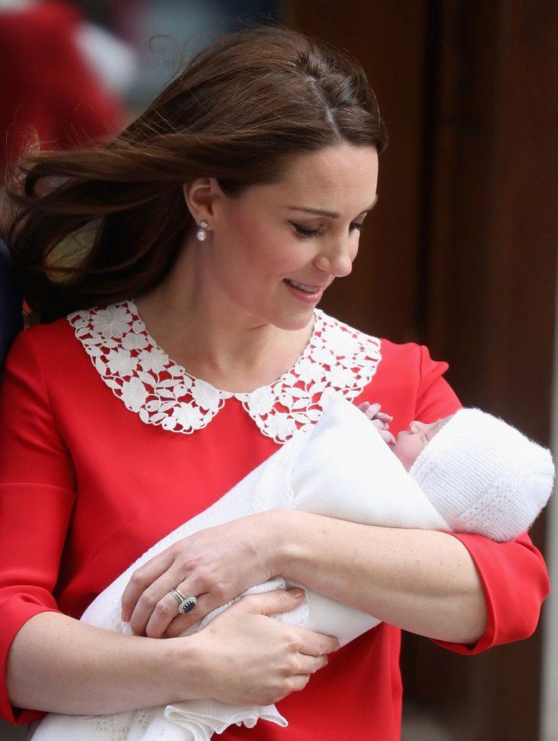 Кејт Мидлтон  Беспрекорно издание за првото појавување со новородениот син